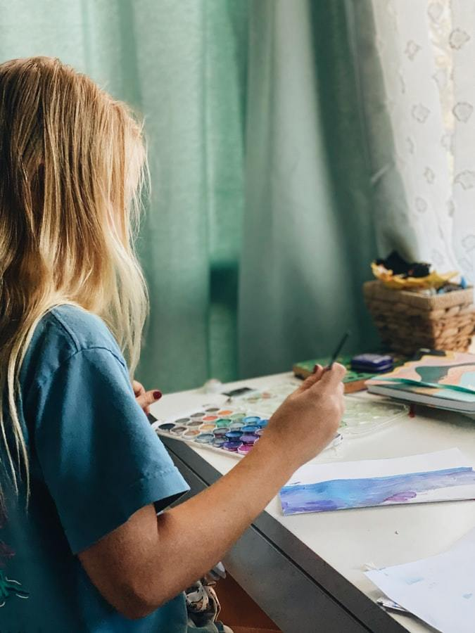 Girl painting Image